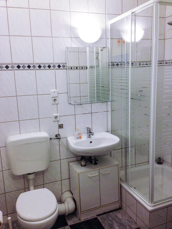 ein zimmer wohnung in berlin lichtinberg. Black Bedroom Furniture Sets. Home Design Ideas